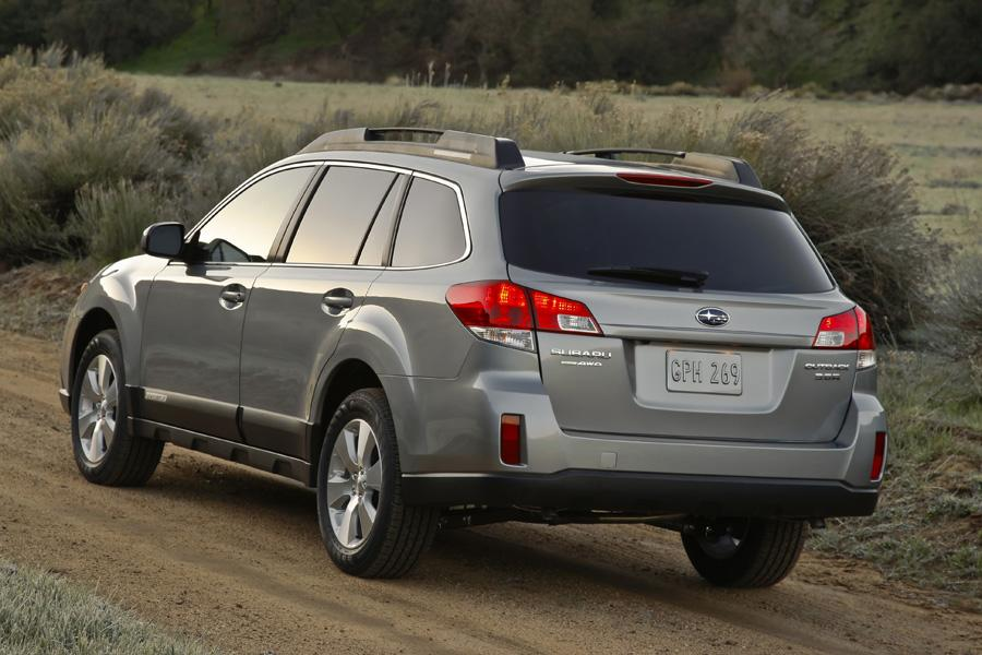 2010 Subaru Outback Photo 3 of 22