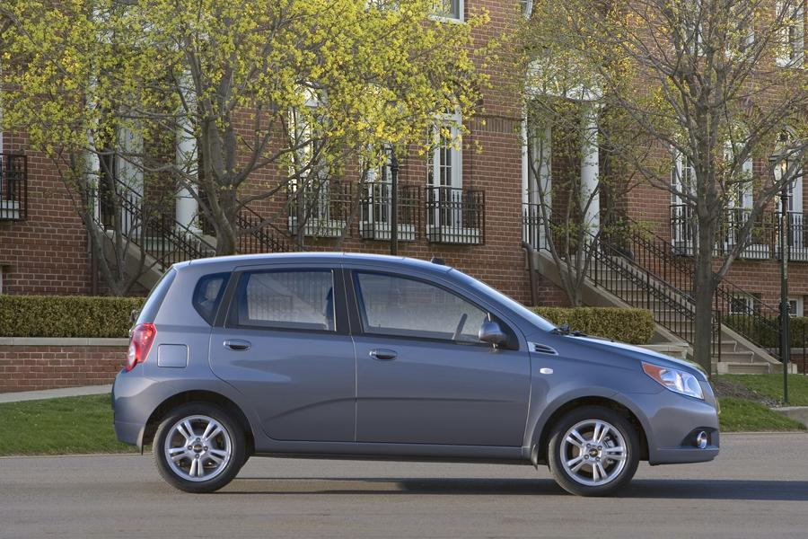 2010 chevrolet aveo overview. Black Bedroom Furniture Sets. Home Design Ideas