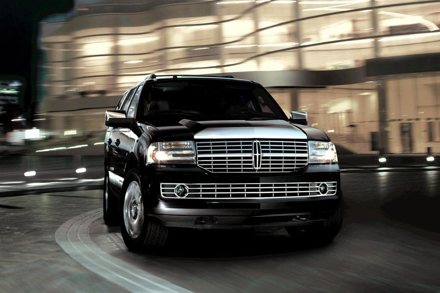 2010 Lincoln Navigator Photo 2 of 11