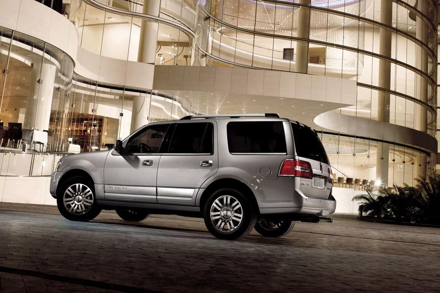 2010 Lincoln Navigator Photo 3 of 11