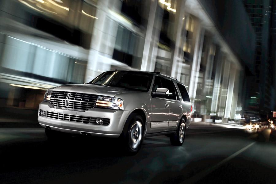 2010 Lincoln Navigator Photo 4 of 11