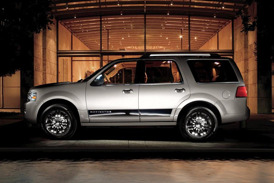 2010 Lincoln Navigator Photo 5 of 11