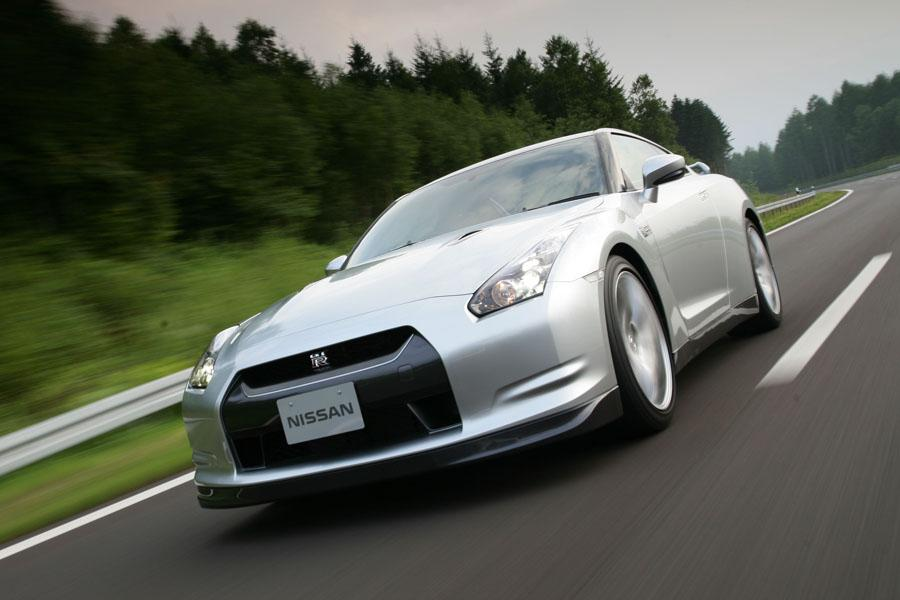 2010 Nissan GT-R Photo 2 of 22