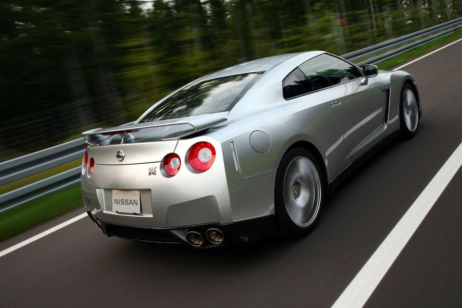 2010 Nissan GT-R Photo 3 of 22
