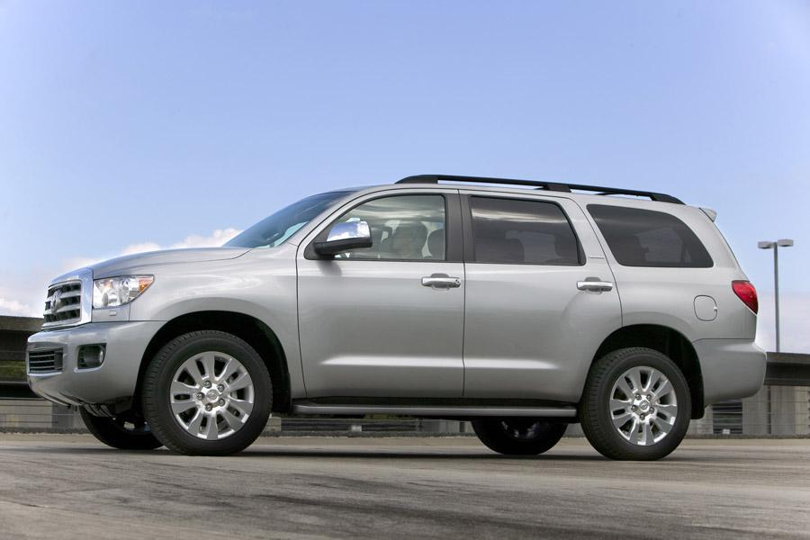 2010 Toyota Sequoia Photo 5 of 13