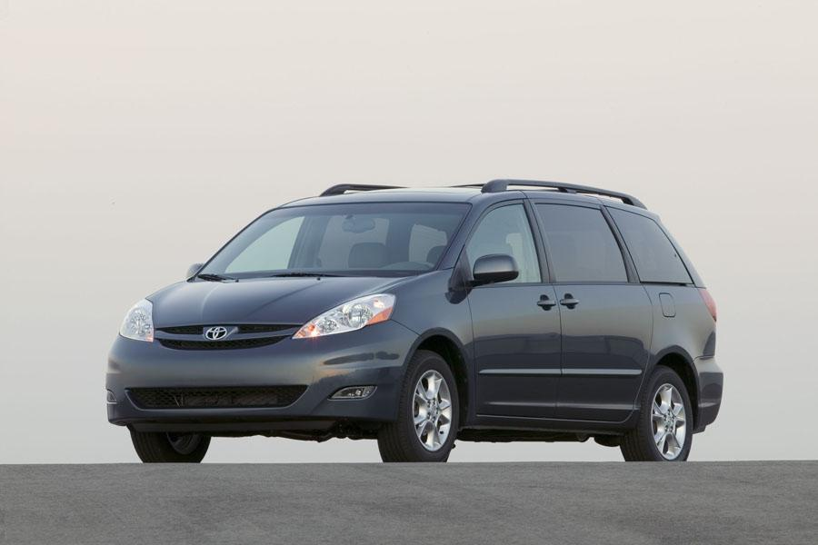 2010 Toyota Sienna Photo 3 of 15