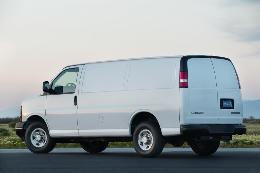 2010 Chevrolet Express 2500 Photo 3 of 4