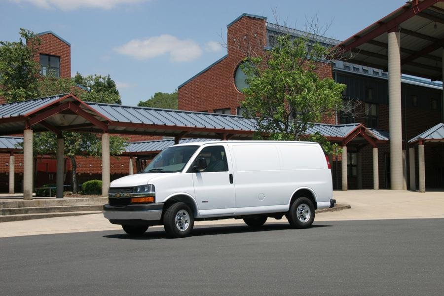 2010 Chevrolet Express 3500 Photo 2 of 4
