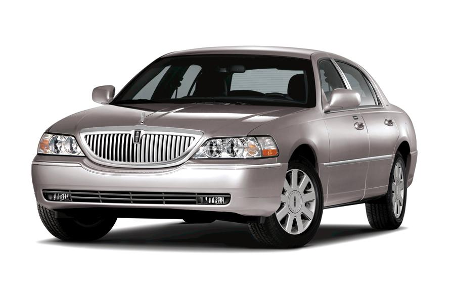 2010 Lincoln Town Car Photo 1 of 10