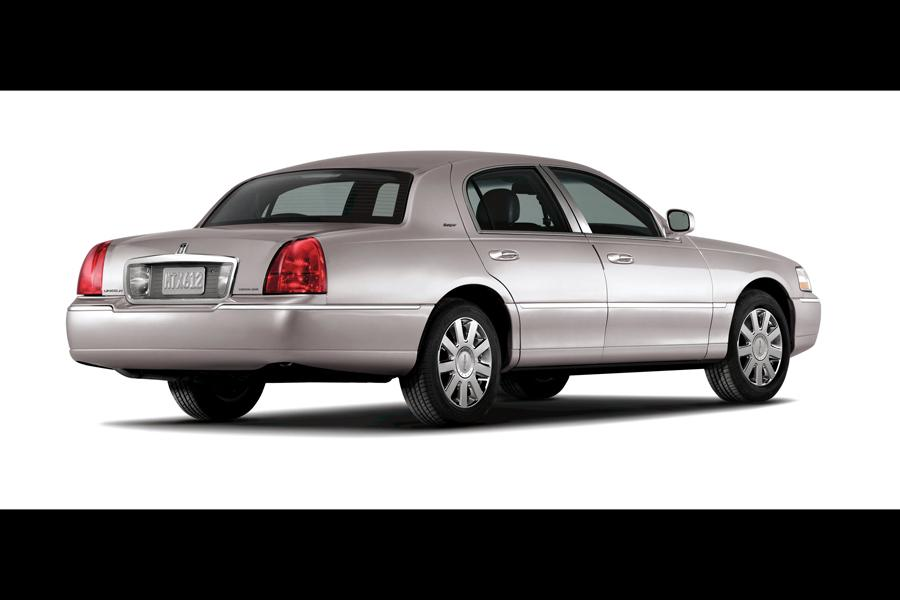 2010 Lincoln Town Car Photo 3 of 10