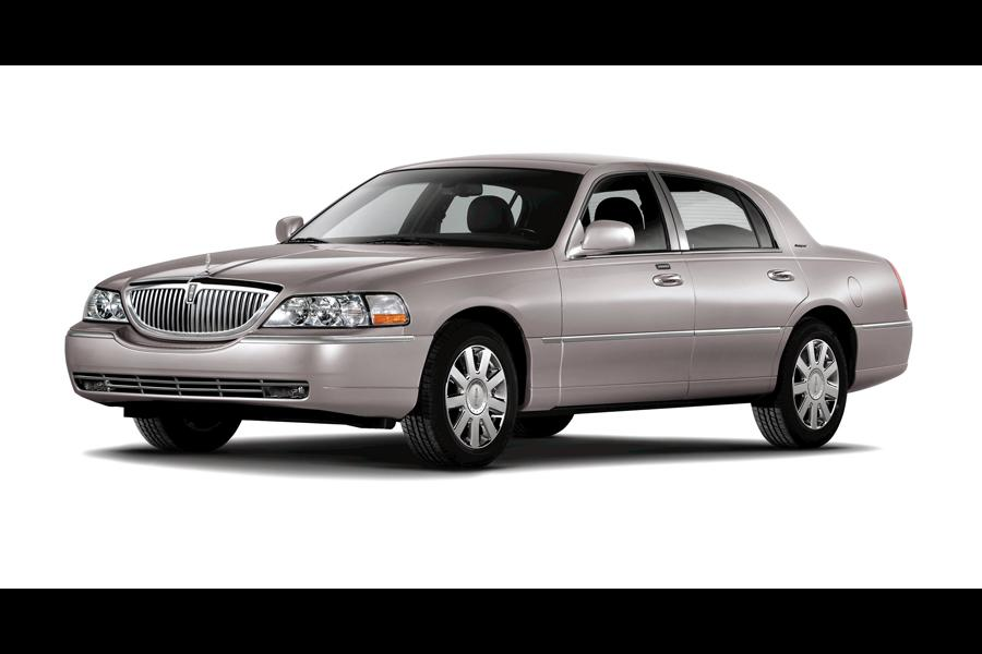 2010 Lincoln Town Car Photo 4 of 10