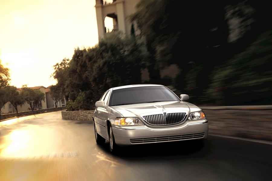 2010 Lincoln Town Car Photo 5 of 10