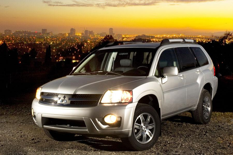 2010 Mitsubishi Endeavor Photo 1 of 11