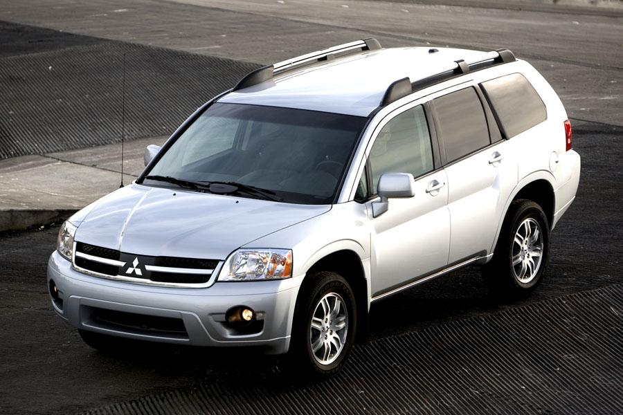 2010 Mitsubishi Endeavor Photo 2 of 11
