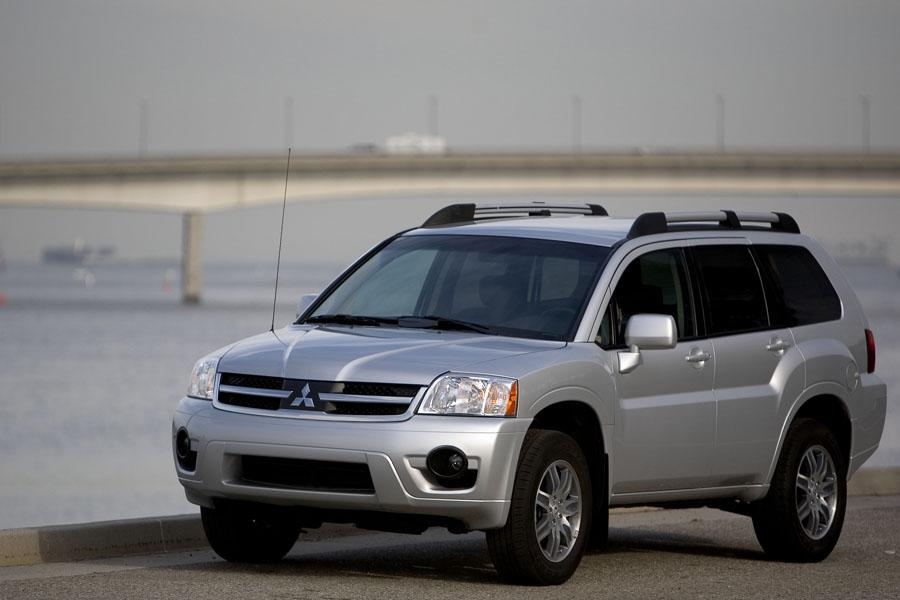 2010 Mitsubishi Endeavor Photo 3 of 11
