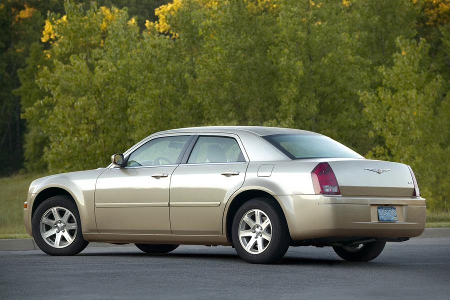 2010 Chrysler 300C Photo 2 of 17