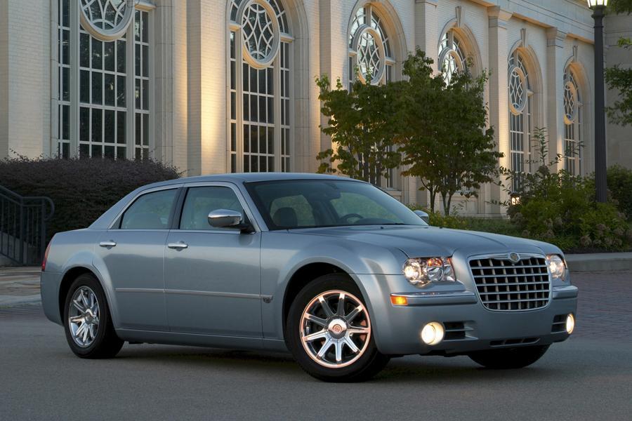 2010 Chrysler 300C Photo 3 of 17