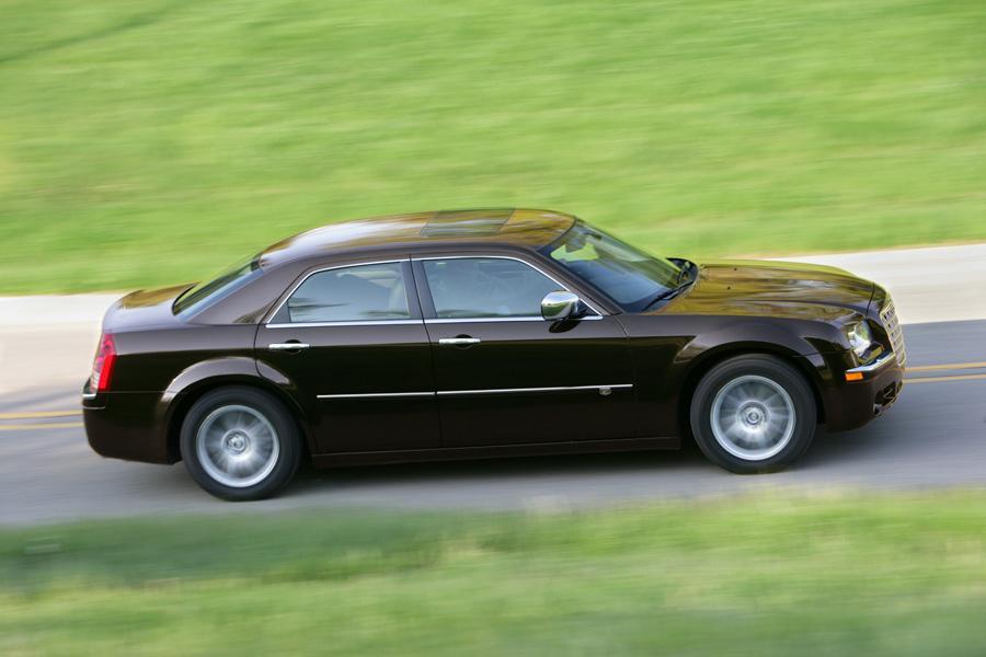 2010 Chrysler 300C Photo 4 of 17