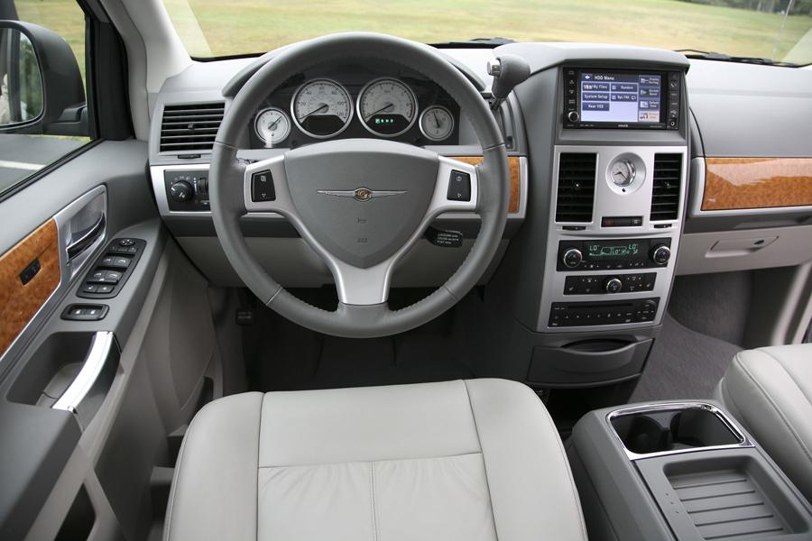 2010 chrysler town country reviews specs and prices. Black Bedroom Furniture Sets. Home Design Ideas
