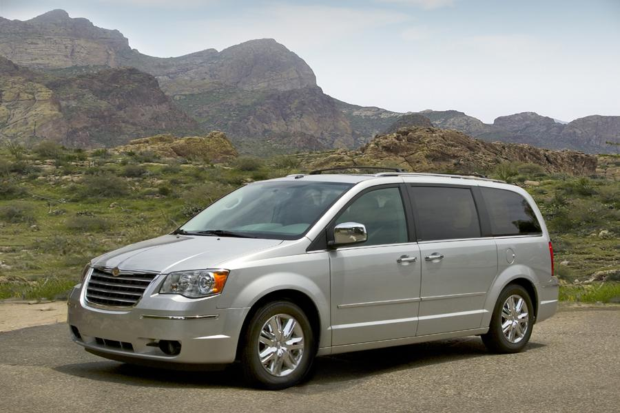 2010 Chrysler Town & Country Photo 5 of 17