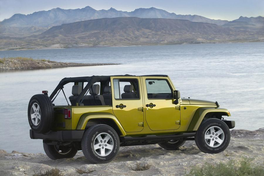 2010 Jeep Wrangler Unlimited Photo 3 of 13