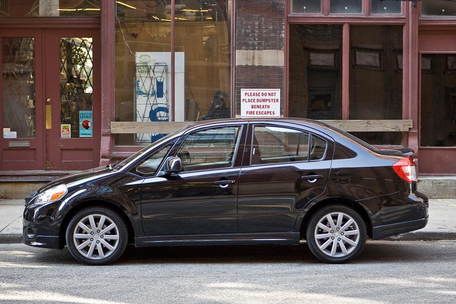 2010 Suzuki SX4 Photo 4 of 11
