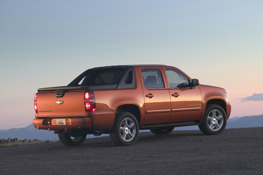 2010 Chevrolet Avalanche Photo 3 of 16