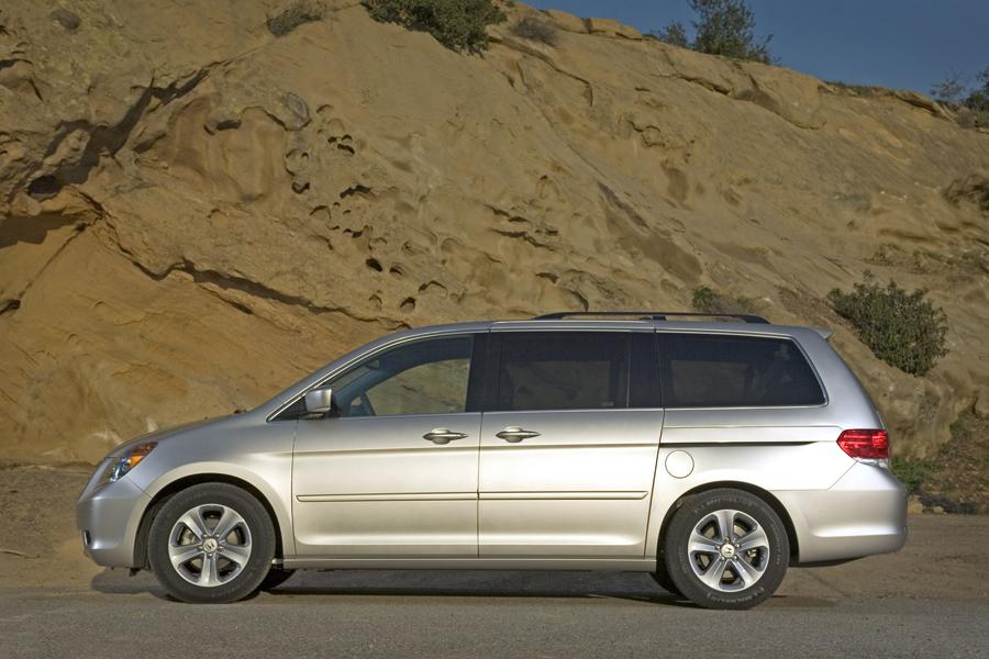 2010 Honda Odyssey Photo 2 of 20