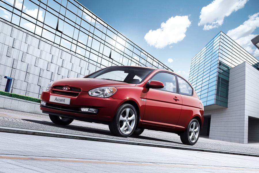 2010 Hyundai Accent Photo 3 of 20