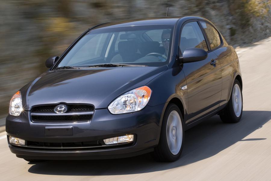 2010 Hyundai Accent Photo 4 of 20
