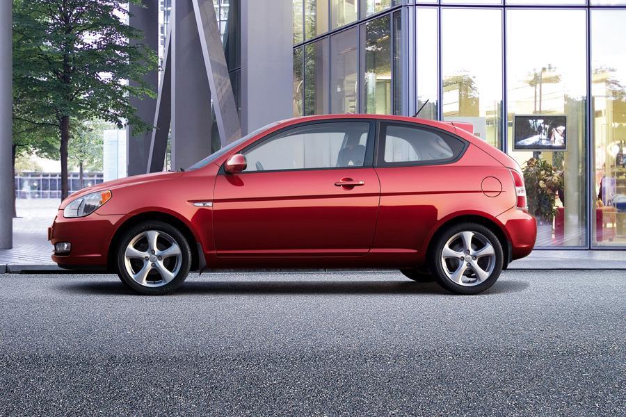 2010 Hyundai Accent Photo 6 of 20