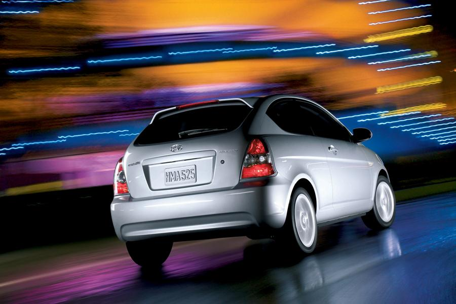 2005 Hyundai Accent Mpg >> 2010 Hyundai Accent Reviews, Specs and Prices | Cars.com