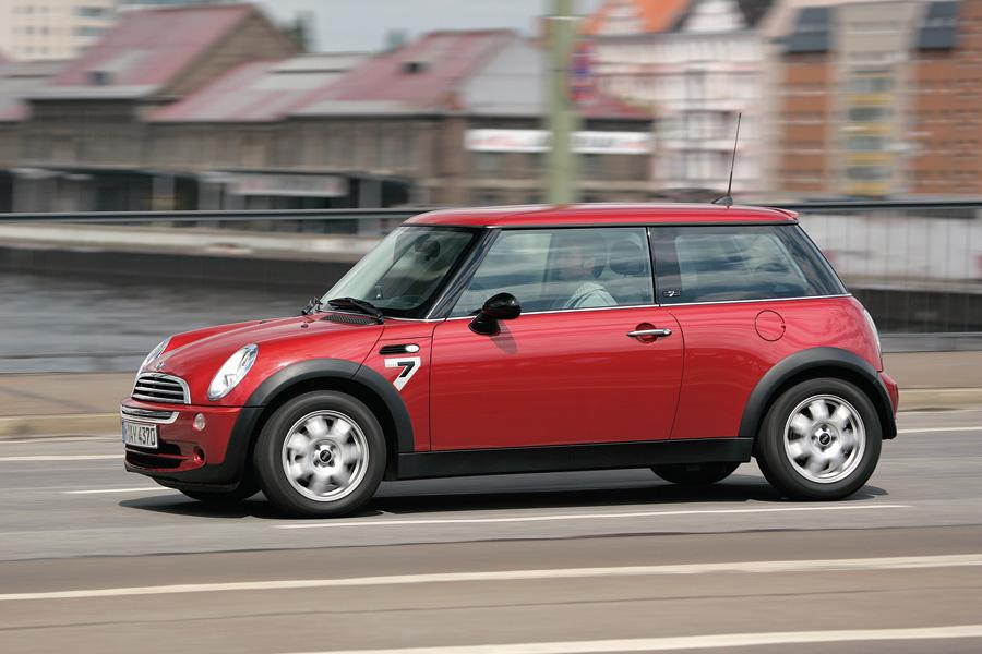2010 MINI Cooper Photo 2 of 20