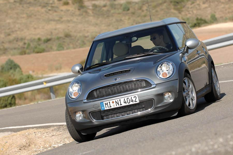 2010 mini cooper s clubman overview. Black Bedroom Furniture Sets. Home Design Ideas
