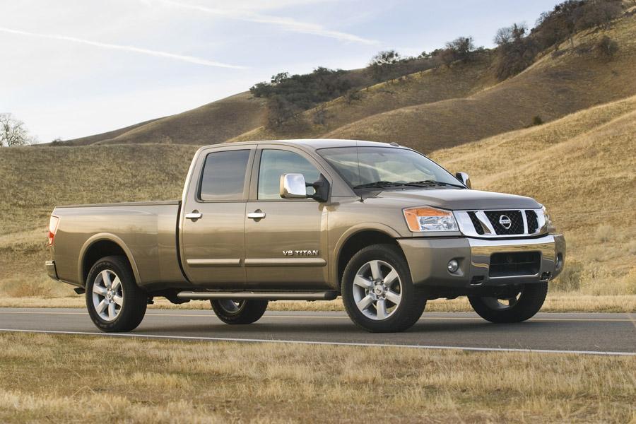 2010 Nissan Titan Photo 2 of 19