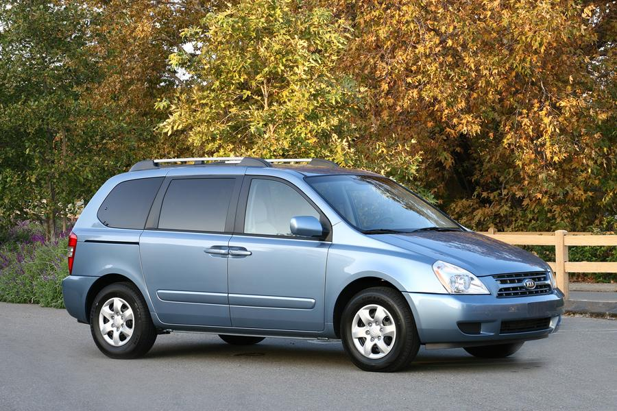 2010 Kia Sedona Photo 2 of 19