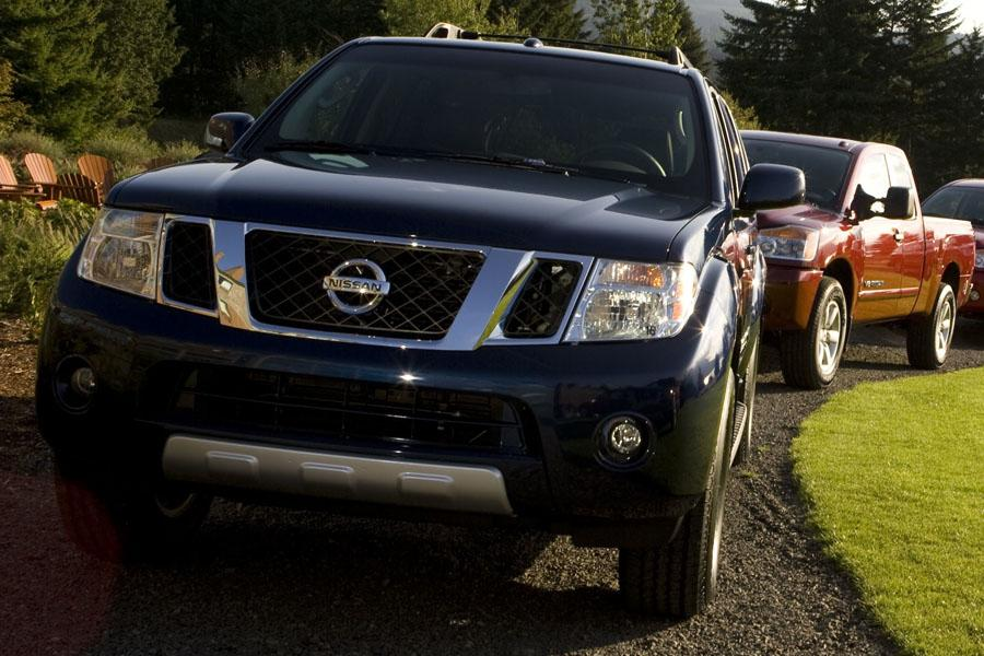 2010 Nissan Pathfinder Photo 2 of 20