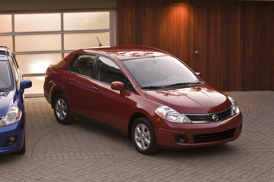 2010 Nissan Versa Photo 1 of 22