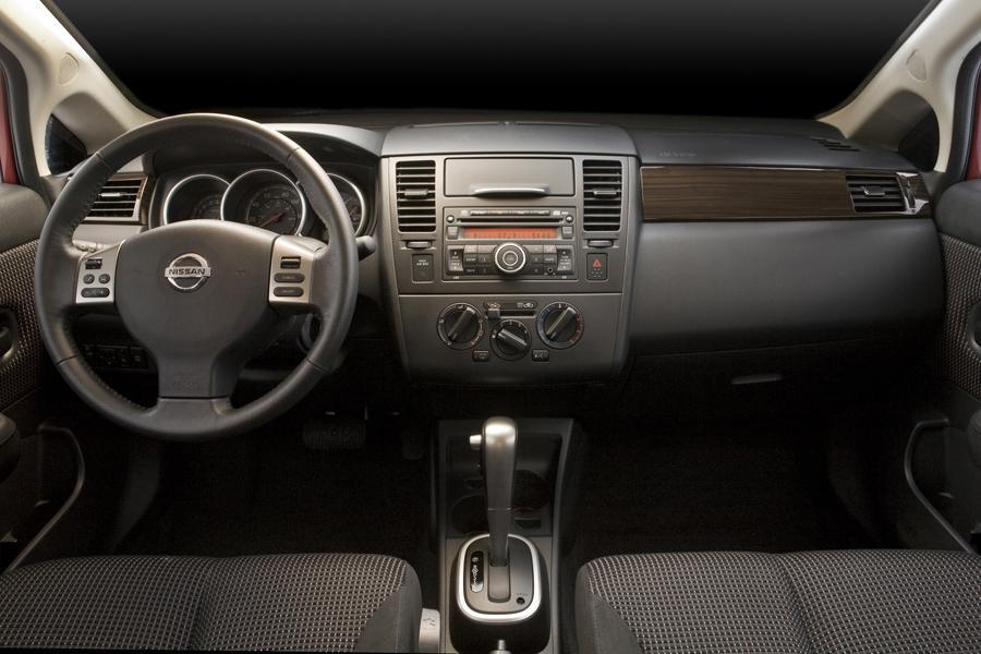 2010 Nissan Versa Specs Pictures Trims Colors Cars Com