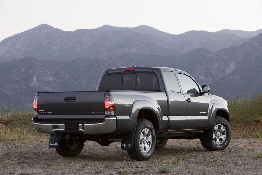 2010 Toyota Tacoma Photo 2 of 20