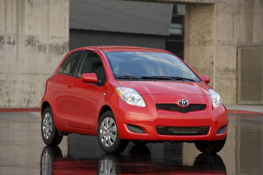 2010 Toyota Yaris Photo 2 of 19
