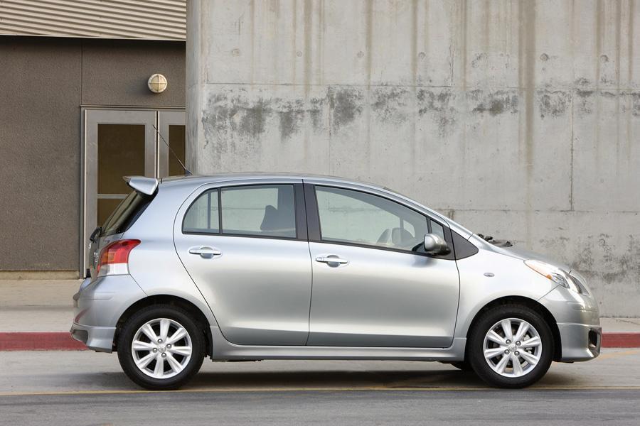 2010 Toyota Yaris Photo 4 of 19