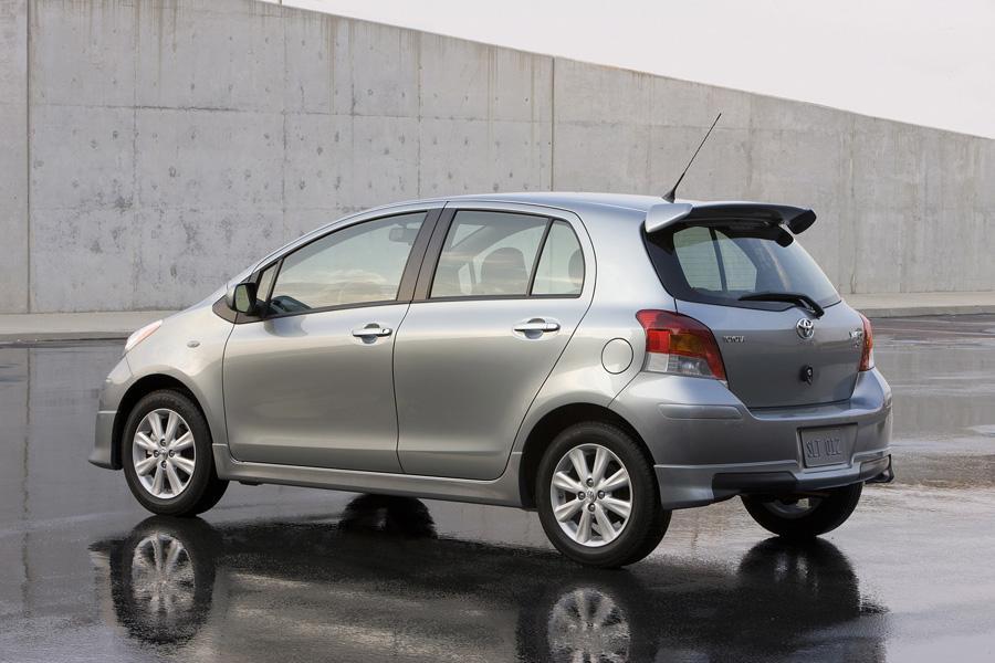 2010 Toyota Yaris Photo 5 of 19