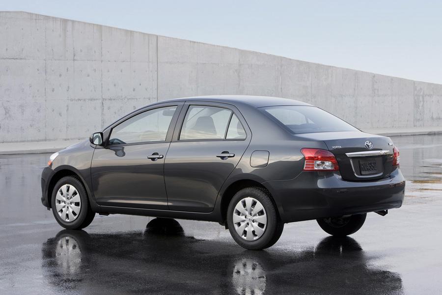 2010 Toyota Yaris Photo 6 of 19