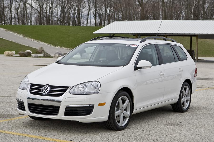 2010 Volkswagen Jetta Photo 2 of 20