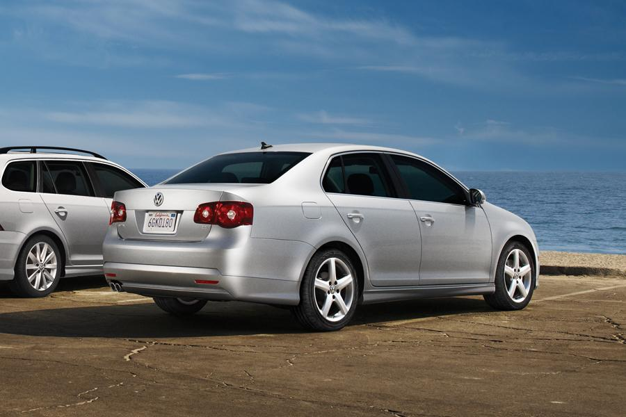 2010 Volkswagen Jetta Photo 3 of 20