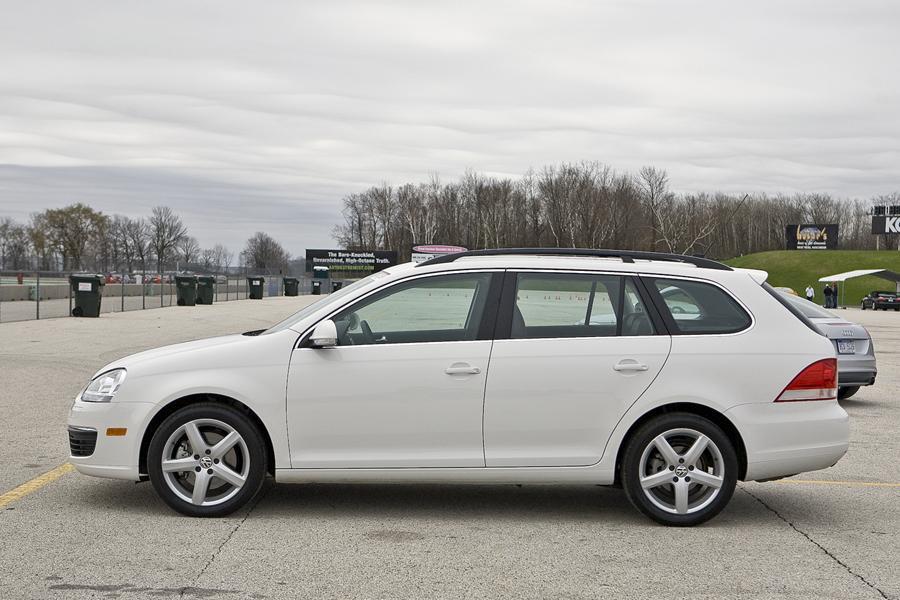 2010 Volkswagen Jetta Specs, Pictures, Trims, Colors || Cars.com