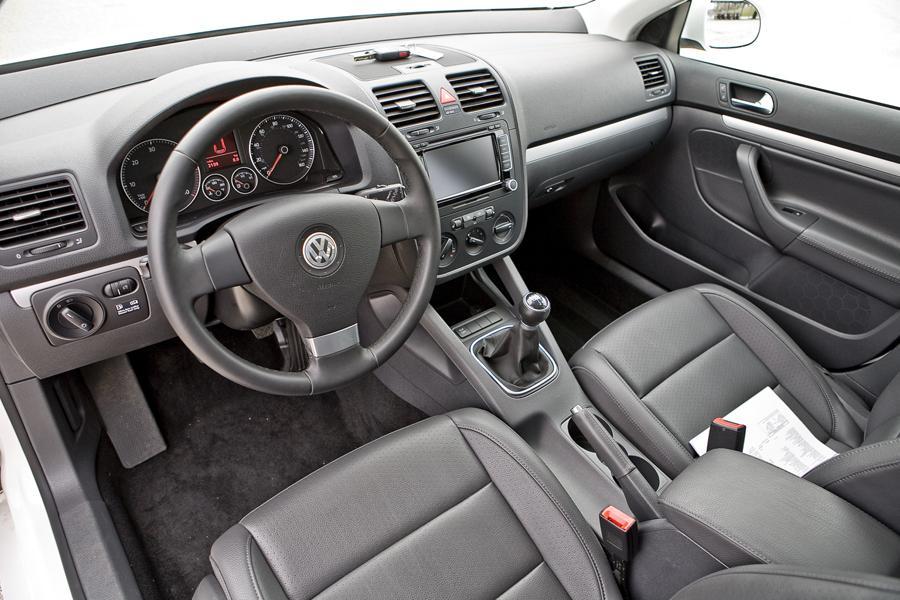 volkswagen jetta specs pictures trims colors carscom