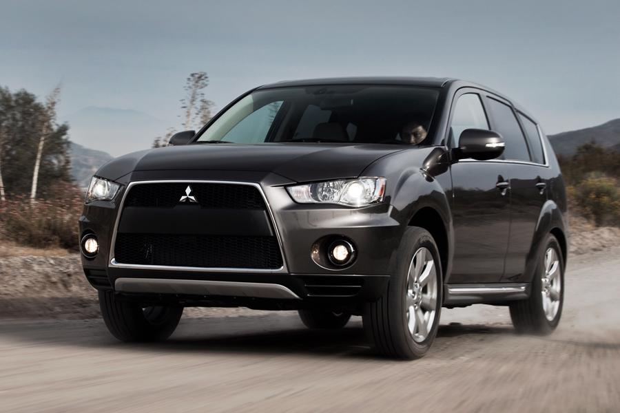 2010 Mitsubishi Outlander Photo 1 of 19
