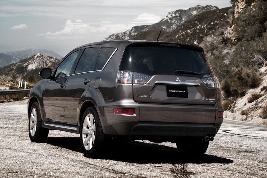 2010 Mitsubishi Outlander Photo 5 of 19